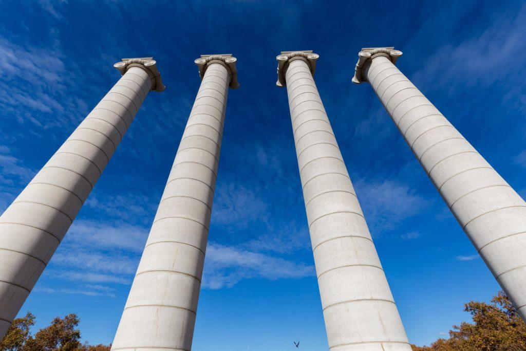 Vier Säulen